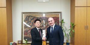 衆議院議員鬼木誠先生とディサント株式会社代表取締役ディサント・ダニエレ